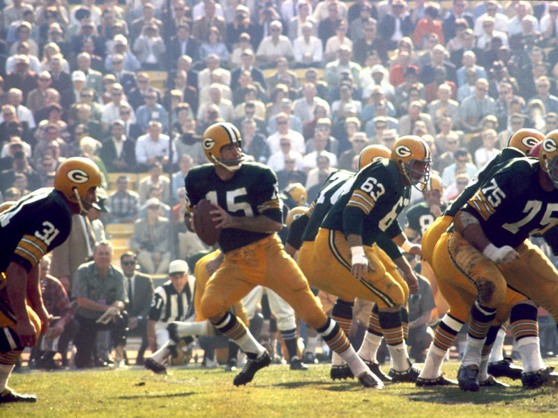 Green Bay Packers Hall of Fame quarterback Bart Starr (15) drops back to pass during Super Bowl I on Jan. 15, 1967. Starr, who died Sunday, had suffered with his health since a 2014 stroke