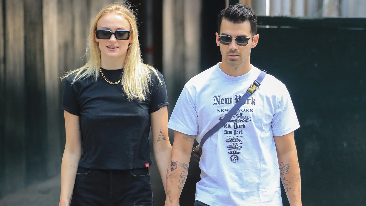 Sophie Turner and Joe Jonas Pay Homage to the Teen Mallrat Aesthetic