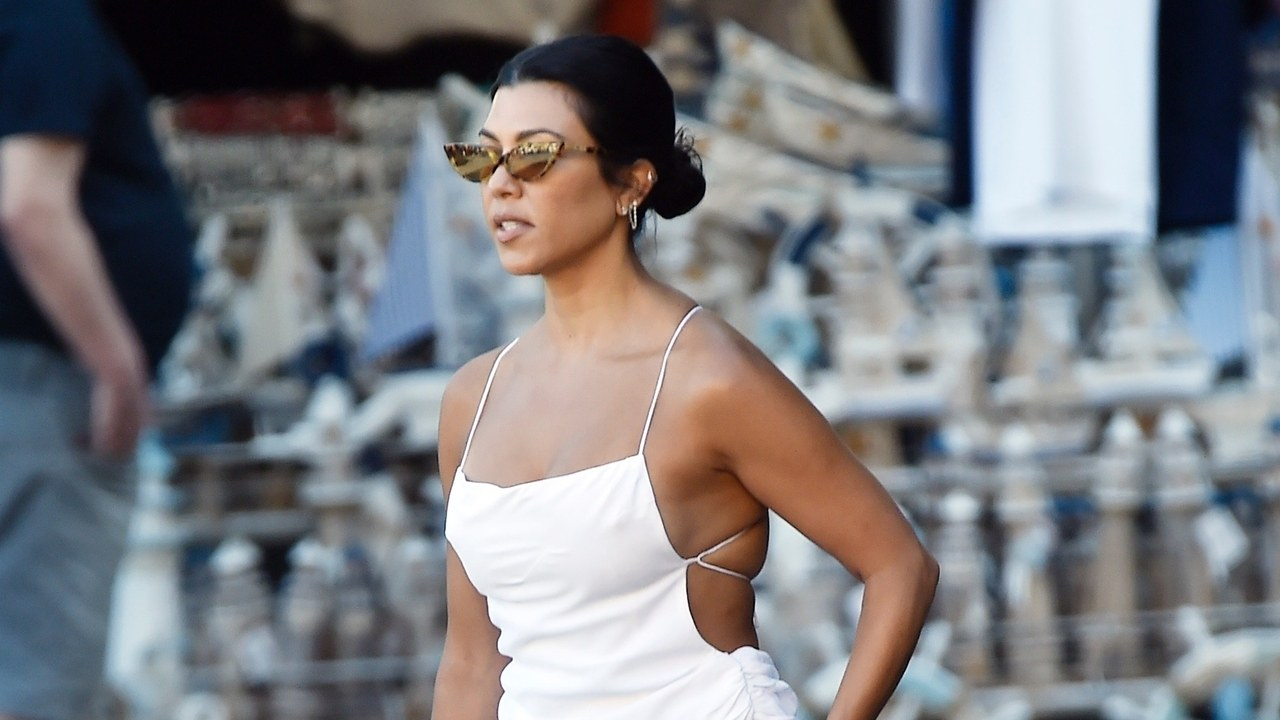 Kourtney Kardashian Gives the Micro Bag a Vacation-Ready Spin