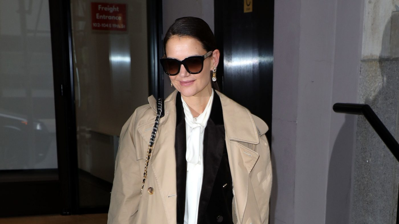 Katie Holmes Brings the Boyfriend Jean to the Front Row