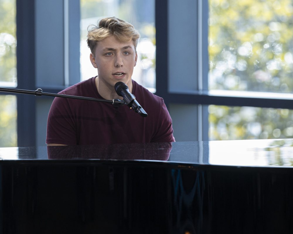 'American Idol' finale: Did Pennsylvania's Louis Knight win the crown?