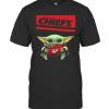 Baby Yoda Hug Kansas City Chiefs Football Logo T-Shirt Classic Men's T-shirt